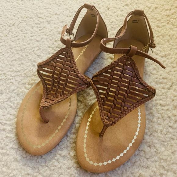 Report Women's Lindi Flat Sandal